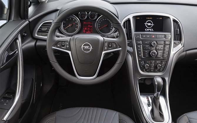 Интерьер Opel Astra J